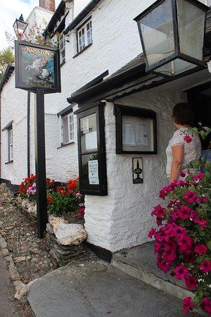 Boscastle, UK: Entrance to the inn