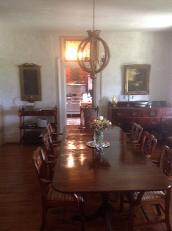 Fairview Bed and Breakfast Estate: Here's the dining room. All 12 of us were able to sit around the table.