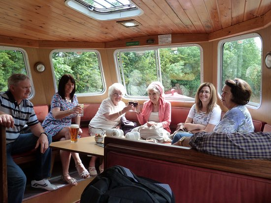 Skipton Boat Trips: Great way to have afternoon tea and chill out