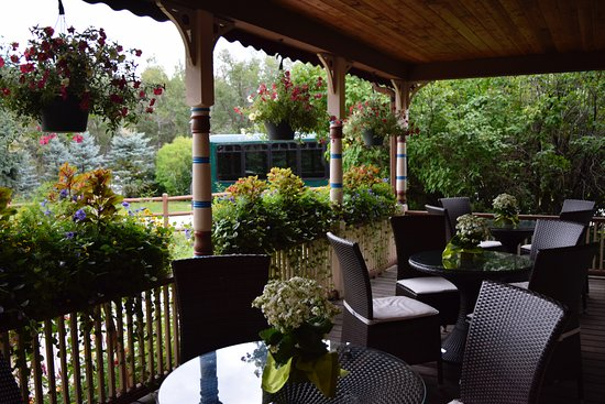 Beaver Creek, Colorado: Mirabelle front porch (flowers that Nathalie and her staff plant and care for are gorgeous!)