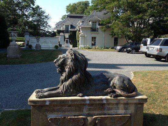 National Museum of American Illustration : Bronze Lion near entrance