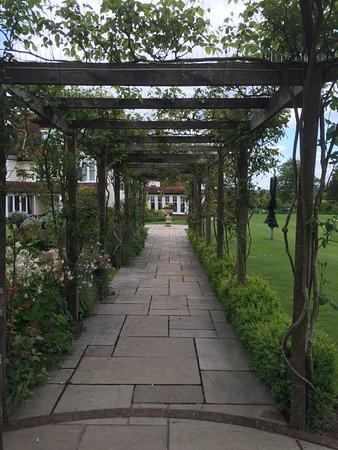 Bepton, UK: Garden archway