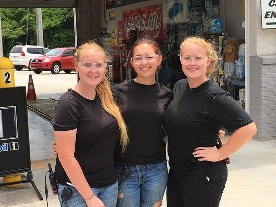 Clarkesville, GA: Service with a smile