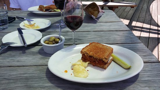Red Newt Cellars Winery & Bistro: Meat loaf and cheddar!