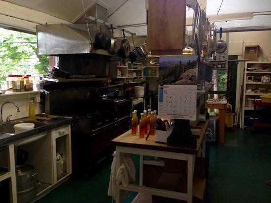 Erabliere Bois-Joli  Visite de l érablière, atelier de fabrication et  boutique b9d25bae641