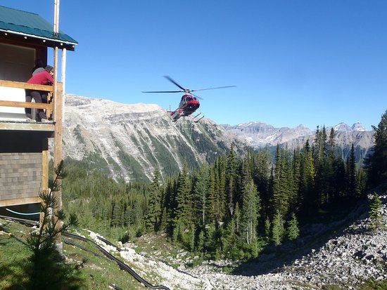 Talus Lodge: Helicopter arriving with guests
