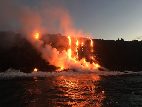 Hilo Bay Hale Bed & Breakfast: Come See the Lava Flowing into the ocean.