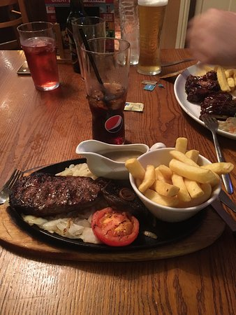 Heywood, UK: Had a lovely meal at the white hart, the steak was lovely, can't fault the food and it's always