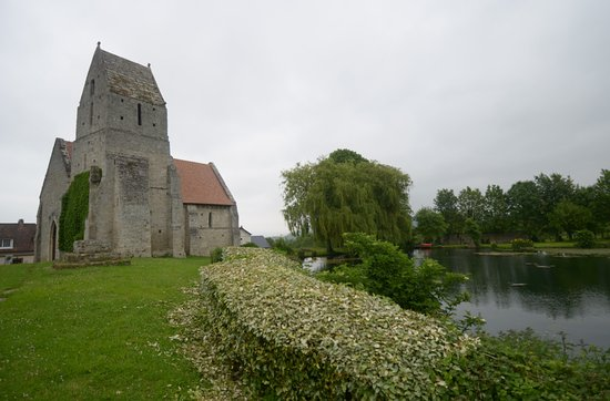 Cricqueboeuf, Francja: la chiesa ed il laghetto