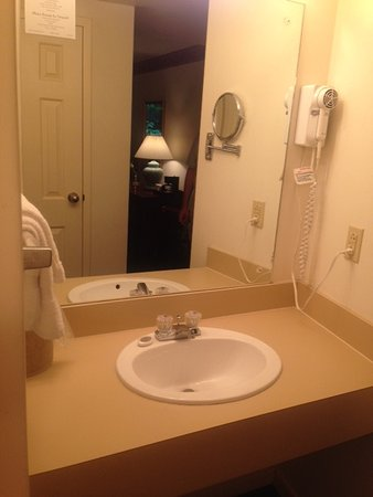 Sweet Briar, VA: Second dressing sink