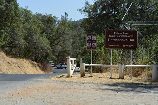 Newcastle, Californië: Entry to the State Rec Area - Cost $12 a day to park