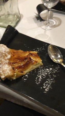 Bistro d'Édouard - Courbevoie : Apple pie!!! Fresh & delicious!!!