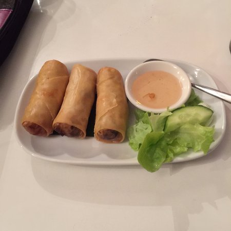Dhom's Kitchen: spring rolls
