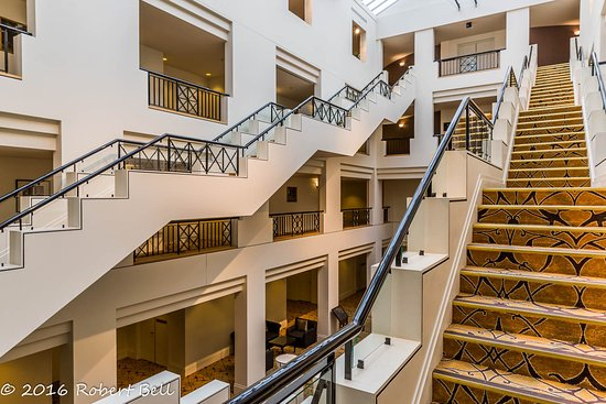 Hyatt Hotel Canberra: Hotel Canberra Stairs 2