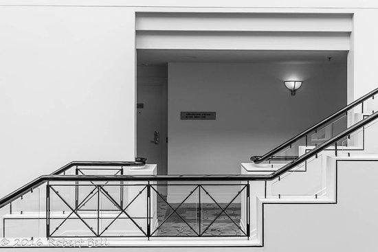 حياة ريجنسي كانبيرا: Hotel Canberra Stairs 1