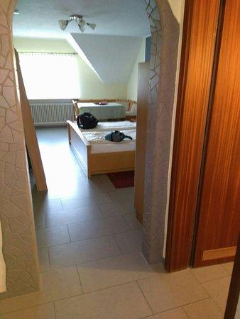 wohnzimmer mit esstisch - picture of appartements biedermeier, bad, Wohnzimmer