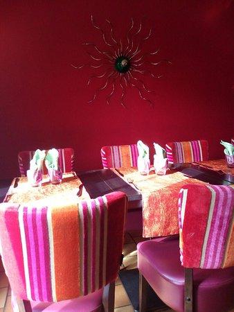 Saint-Nicolas-lez-Arras, France: Sala molto accogliente per il Breakfast