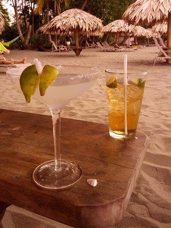 Hotel Banana Azul : Yummy drinks on the beach!
