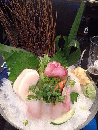 New Milford, كونيكتيكت: Unagi roll and sashimi dinner