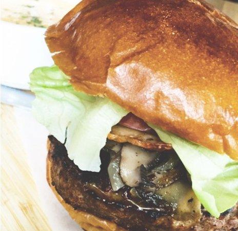 White Rock, Canada : The LA Burger, Greek Minnestrone, Beef Vinsala, & Triple Berry Ice Cream Pie – This Week's Featu