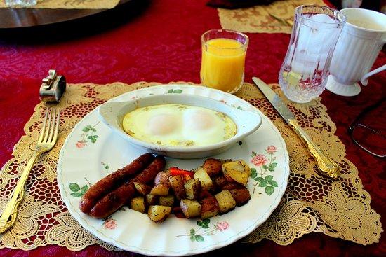 Sea Cliff Gardens Bed & Breakfast: Breakfast, second course.