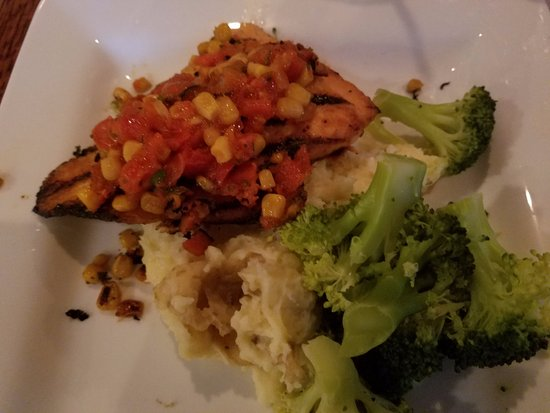 The Union Grill and Pub: Grilled Salmon