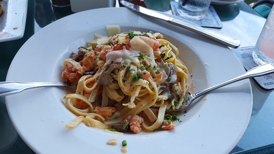 Tap & Grille : Lobster Alfredo, YUM!