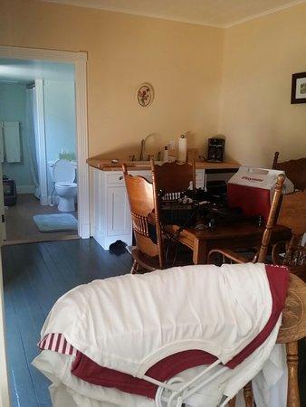 Etta's Place Suites