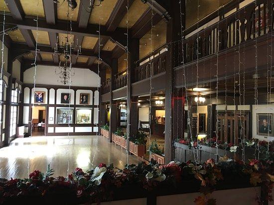 Eureka Inn: Main Lobby