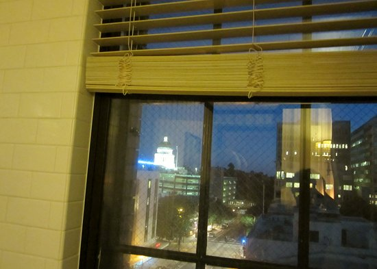 The Citizen Hotel, Autograph Collection: This was the view of the Capitol Building from the soaking tub in the bathroom!