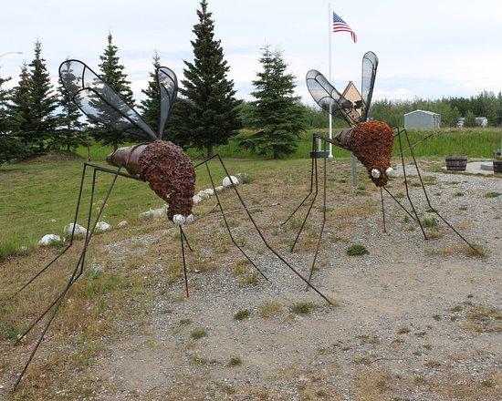 Alaska Highway : Sculpture of the Alaska state bird