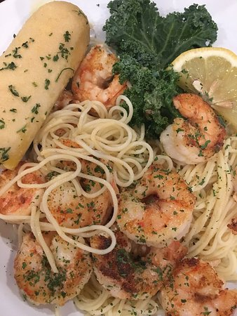 Saint Albans, Virginia Occidental: Shrimp scampi over angel hair pasta