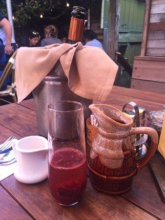Zazie: Champagne with Elderberry syrup