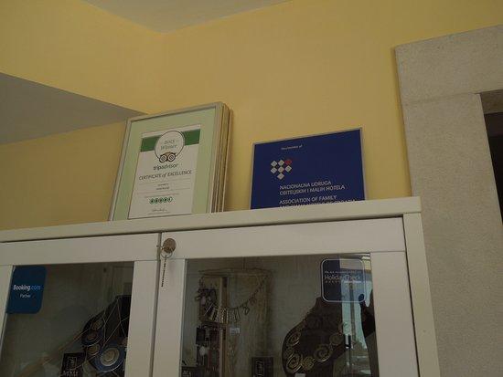 Hotel Korsal: Nice rating! Proudly displayed.