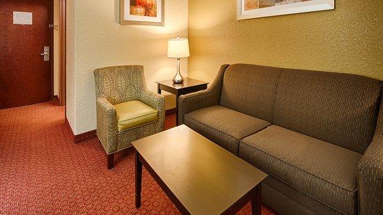 Best Western Mainland Inn & Suites: King Suite