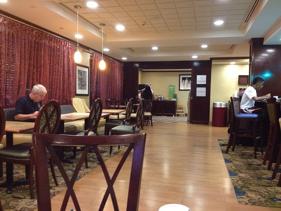 Hampton Inn Newport News-Yorktown: Breakfast area....