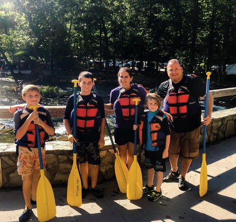Topton, Carolina del Norte: Great time rafting with the crew from Carolina Outfitters! Aaron was our guide and did a fantast