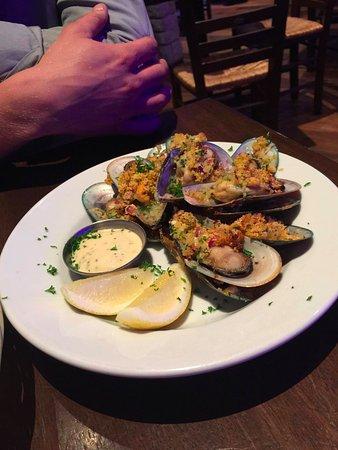 Costas Taverna Greek Restaurant and Ouzo Bar: Mussels