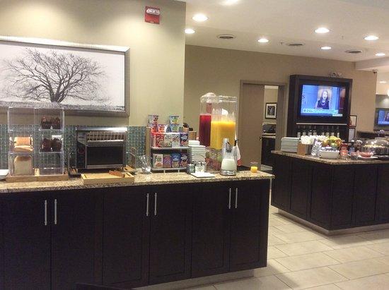 Best Western Plus Walkerton Hotel & Conference Centre: Breakfast bar