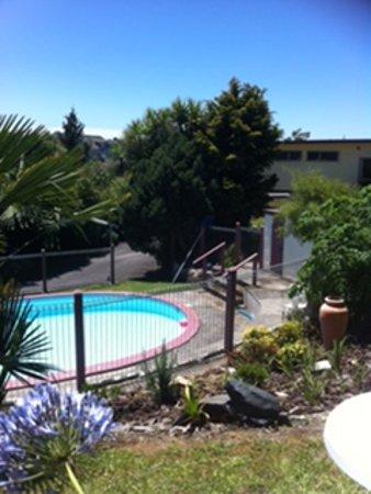 Te Kuiti, New Zealand: Garden & pool