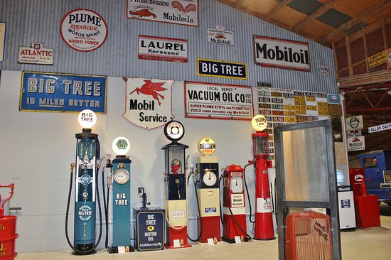 Invercargill, Nya Zeeland: Fuel Pumps And Motoring Memorabilia Abound