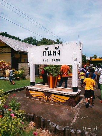 Kantang, Ταϊλάνδη: ป้าย 2 ป้าย ถ่ายรูปแล้วกลับ