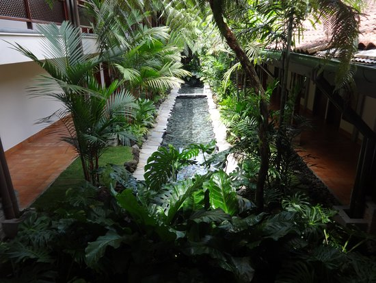 Tabacon Grand Spa Thermal Resort: Main building, near Tabacon Suite