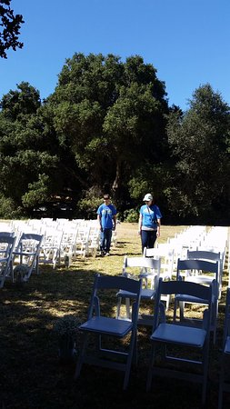 Toro County Park: Setting up the chairs