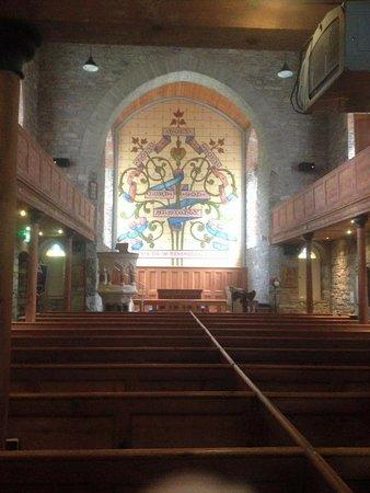 Drumcliff, Irlanda: The altar