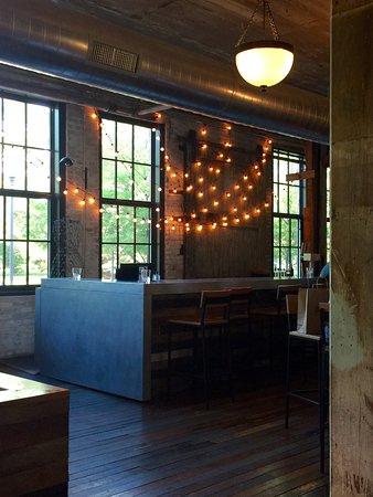 Three Oaks, ميتشجان: Bar area
