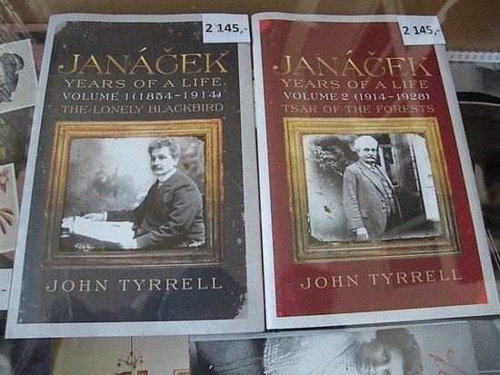 Brno, Repubblica Ceca: i due volumi del libro di john tyrrel in vendita