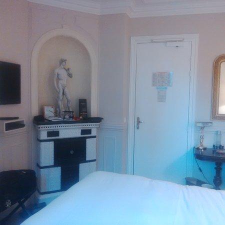 Hotel de la Porte Doree Photo