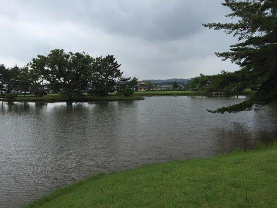 Kanjizaioin Ruins: 中ノ島と池