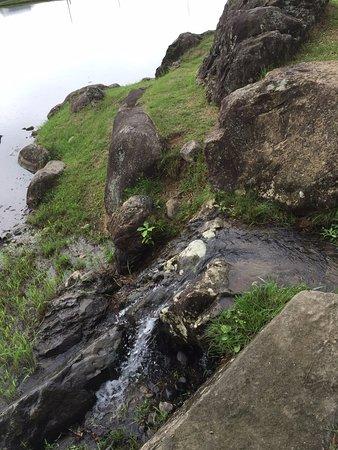 Kanjizaioin Ruins: 池に注ぎ込む滝の遺構